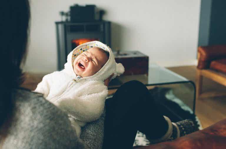 ¿Qué hacer si mi bebé llora siempre de noche?
