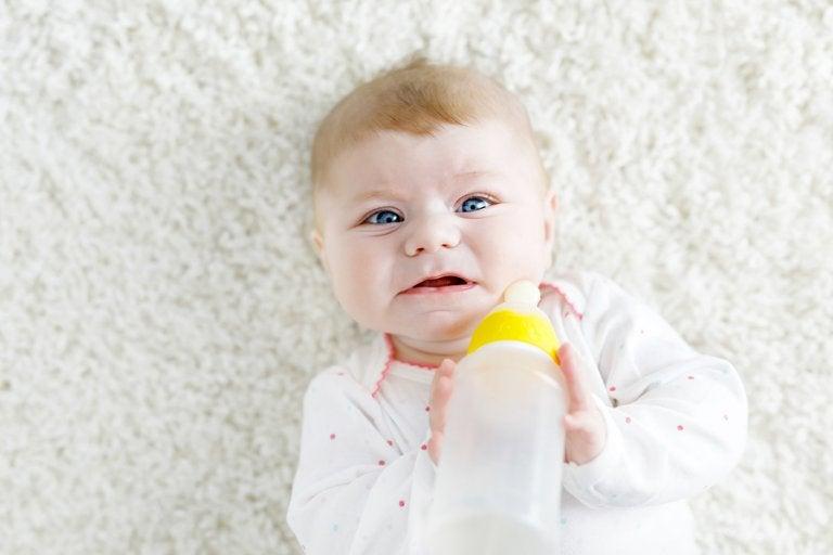 ¿Qué hacer si mi bebé no quiere tomar el biberón?