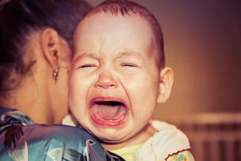 ¿Por qué mi bebé se despierta siempre llorando?