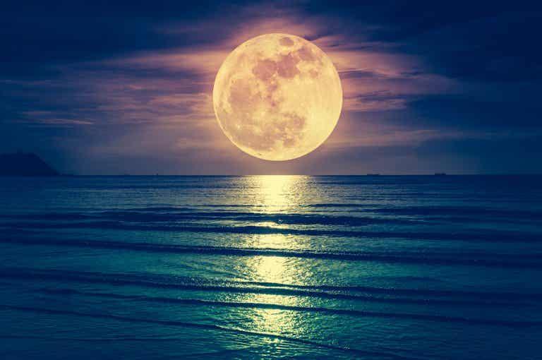 ¿Influye la luna en el parto?