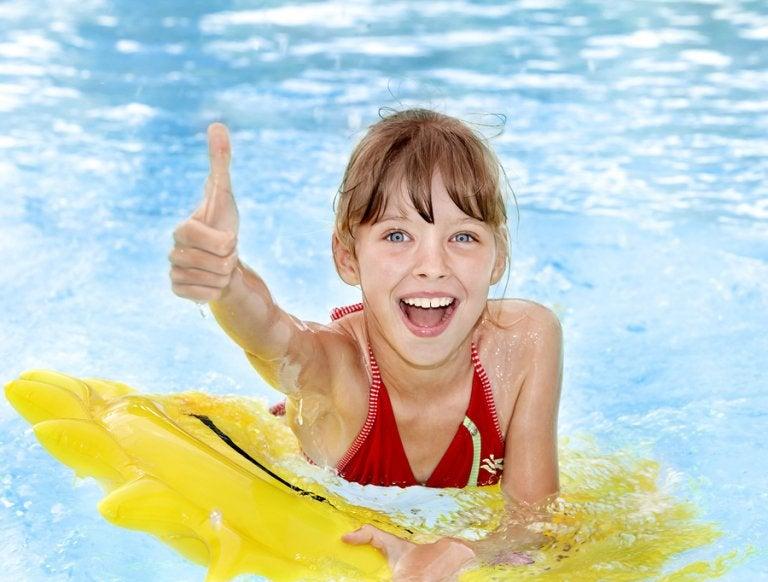 Precauciones antes de ir a la piscina con niños que debes tomar en cuenta