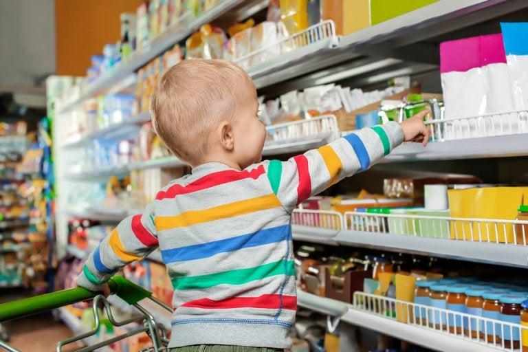 ¿Estamos fomentando la crianza de niños consumistas?