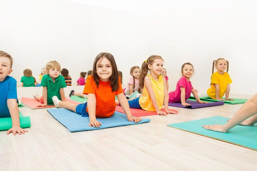 Cinco posturas de yoga para niños