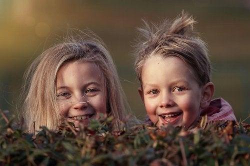 Si tu hijo tiene primos de la misma edad, busca que pase el máximo tiempo posible con ellos.