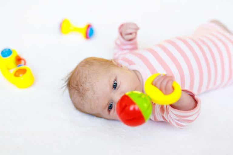 8 juguetes para el recién nacido