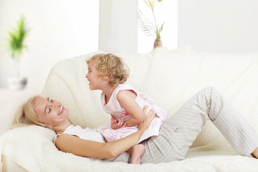 La maternidad en España: ayudas disponibles y desafíos