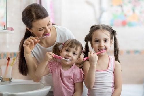 Tener útiles de aseo personal propios fomentan la independencia y la higiene en los niños.