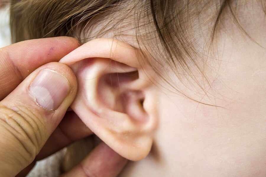 Los tipos de infección en el oído que afectan a los bebés pueden ser agudoso crónicos.