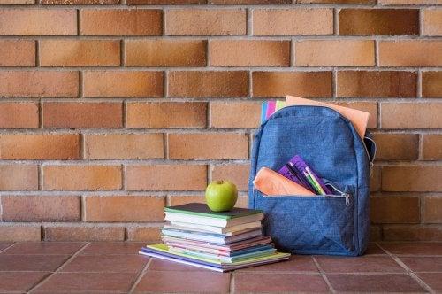 Para no sobrecargar la mochila, es conveniente llevar solo el material indispensable para cada día.