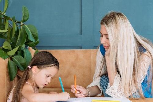 Si eres una de las que se pregunta cómo seleccionar correctamente la niñera correcta para mis hijos, debes hacer una buena entrevista para conocer las candidatas.