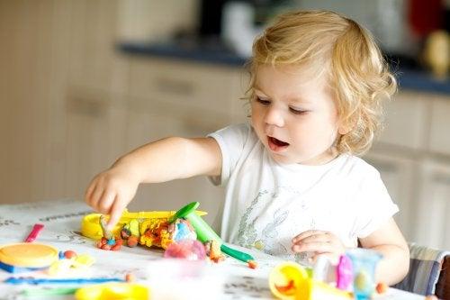 8 juguetes para niños de 2 años con los que desarrollarán habilidades