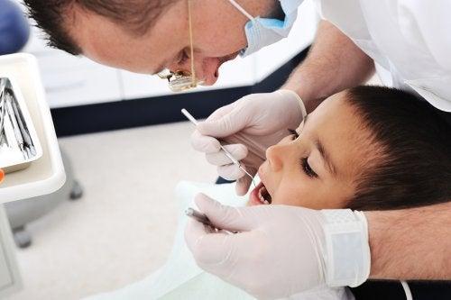 La primera visita al dentista puede marcar al infante para sus consultas futuras con todos los médicos.