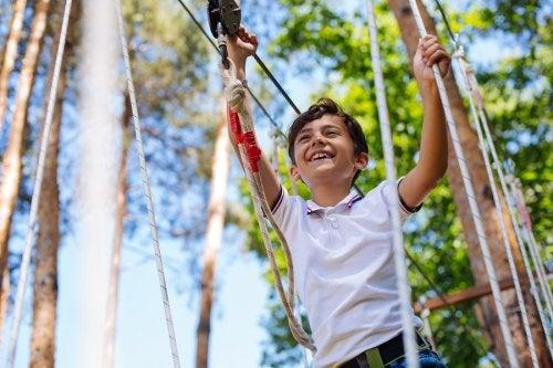 La autonomía emocional en los niños los ayuda a superar obstáculos y reveses.