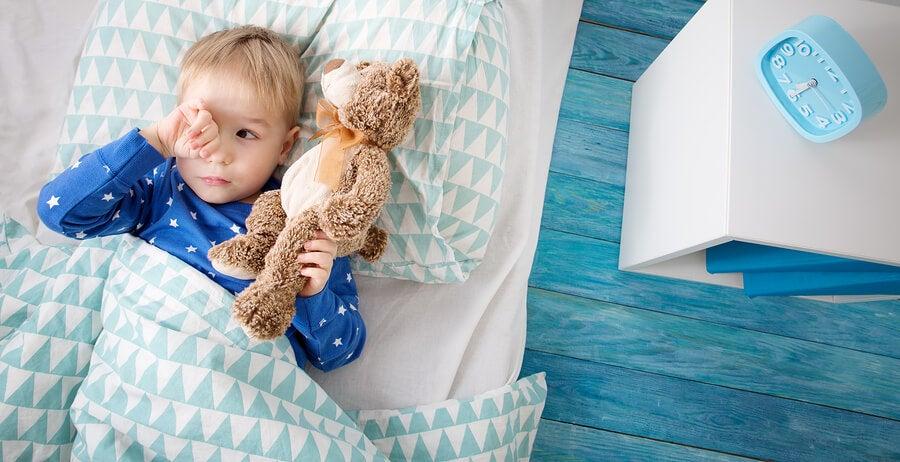 Si mi hijo no quiere dormir solo, hay ciertos cambios en sus hábitos que debo hacer.