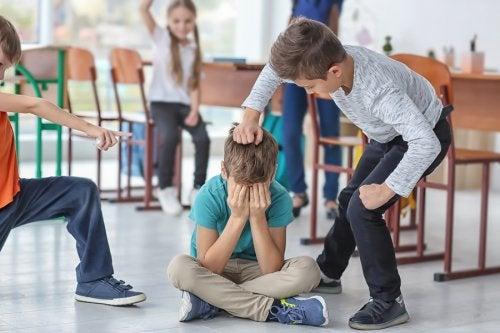 Los conflictos en el aula pueden tener diversos orígenes, pero la mediación siempre es necesaria.