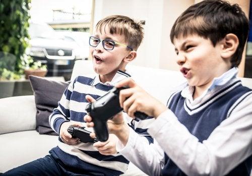 Los juegos violentos durante la infancia tienen una influencia negativa en los pequeños.