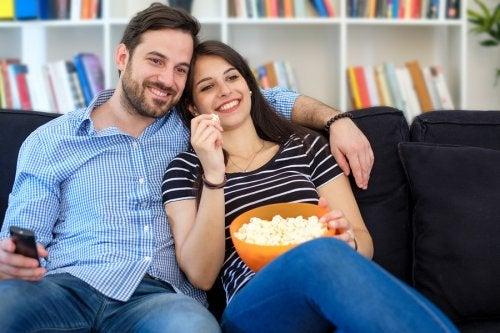 Hacer actividades juntos es una de las claves para tener un matrimonio feliz en la actualidad.