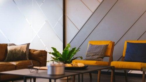 Los tonos naranjas y beige son ideales para decorar la casa en otoño.