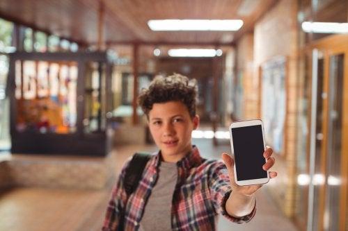 ¿Se debe prohibir el uso de los móviles en el colegio?