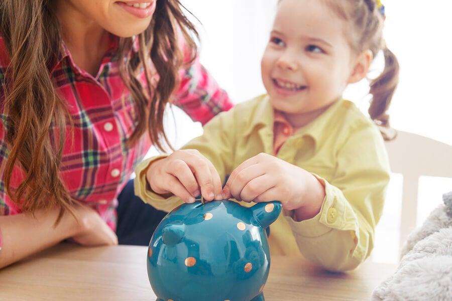 ¿Por qué es importante enseñar a los niños a valorar el dinero?