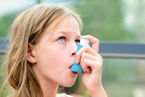 Los niños deben estar precavidos en las escuela si padecen asma.