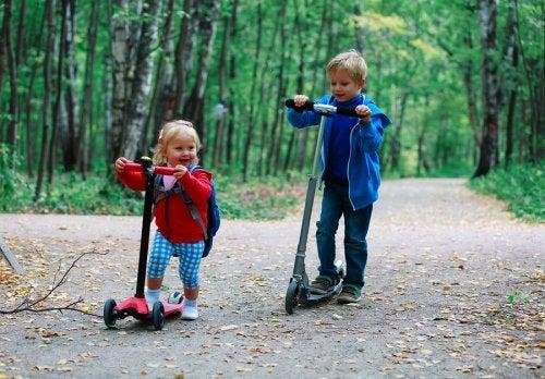 Los tipos de patinetes para niños más clásicos son los que surgieron en los ochenta.