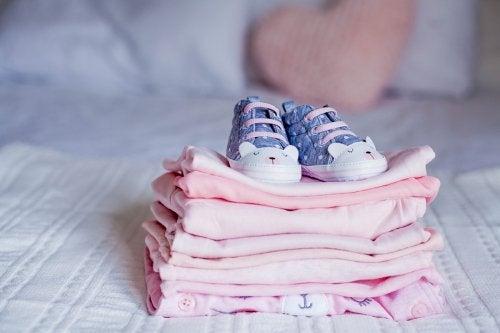 ¿Qué hacer con la ropa que ya no le vale a mi bebé?