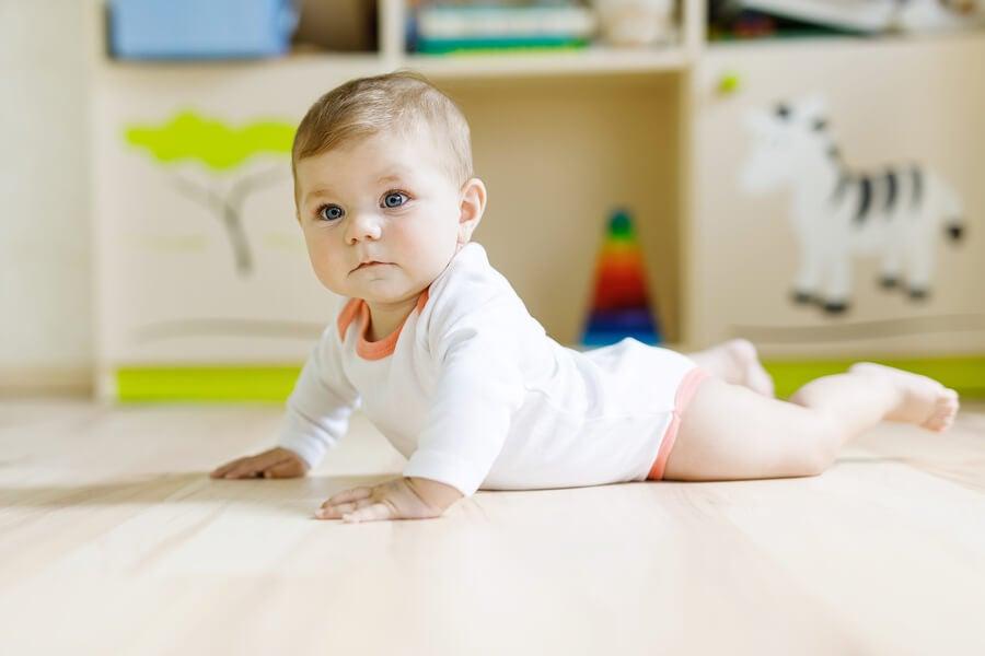 La sedestación es el proceso por el que pasan los bebés al momento de aprender a sentarse sin ayuda de los padres.