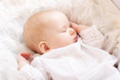 ¿Cuál es la postura más peligrosa para dormir a tu bebé?