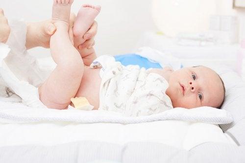 ¿Cuántas deposiciones debe hacer el recién nacido?