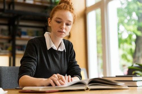 Pros y contras de estudiar una carrera a distancia.
