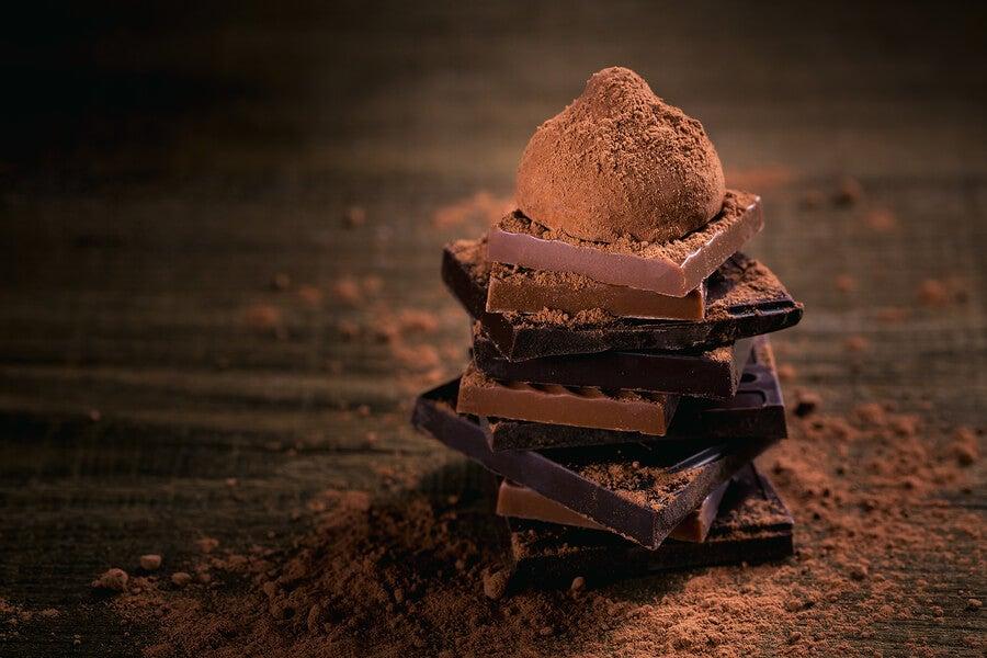El chocolate negro, aunque parezca contradictorio, es beneficioso para la pérdida de peso.