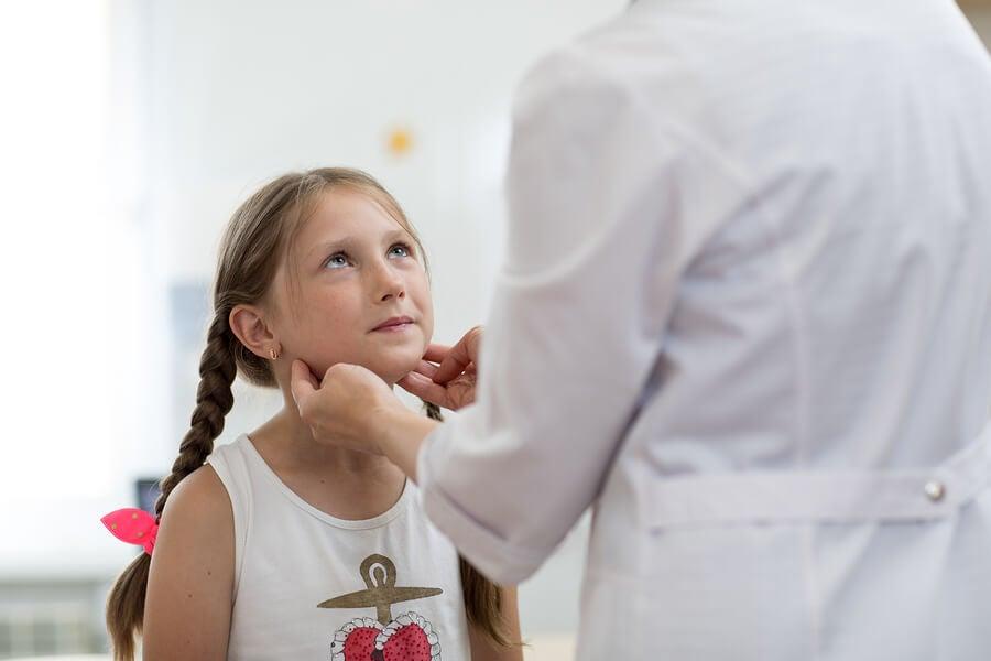 Causas de los ganglios inflamados en niños