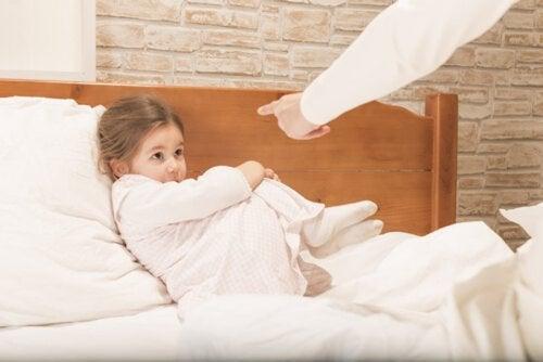 ¿Cómo saber si me enfado demasiado con mis hijos?