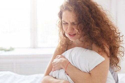 ¿Cómo se manifiesta el síndrome premenstrual?