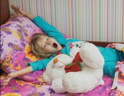 Las circunstancias personales de cada niño influye en la hora a la que deben acostarse los niños.