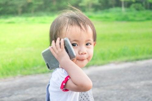 ¿A qué edad debo preocuparme si mi hijo no habla bien?