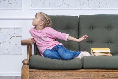 Las excusas para no ir a clase son un recurso de los niños para quedarse en casa y no cumplir con sus obligaciones.