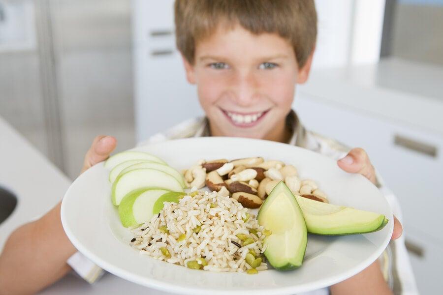 ¿Cómo influye la alimentación en el rendimiento escolar?
