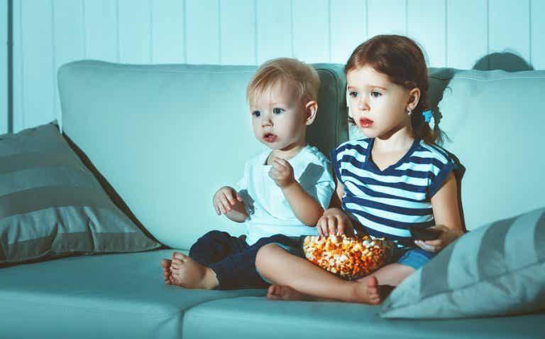¿Qué alimentos no debes dar a tu hijo hasta que cumpla los dos años?