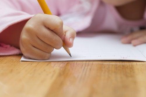 ¿Cómo ayudar a los niños a mejorar su escritura?