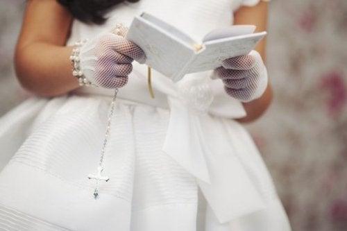 Comuniones que parecen bodas, ¿qué sucede?