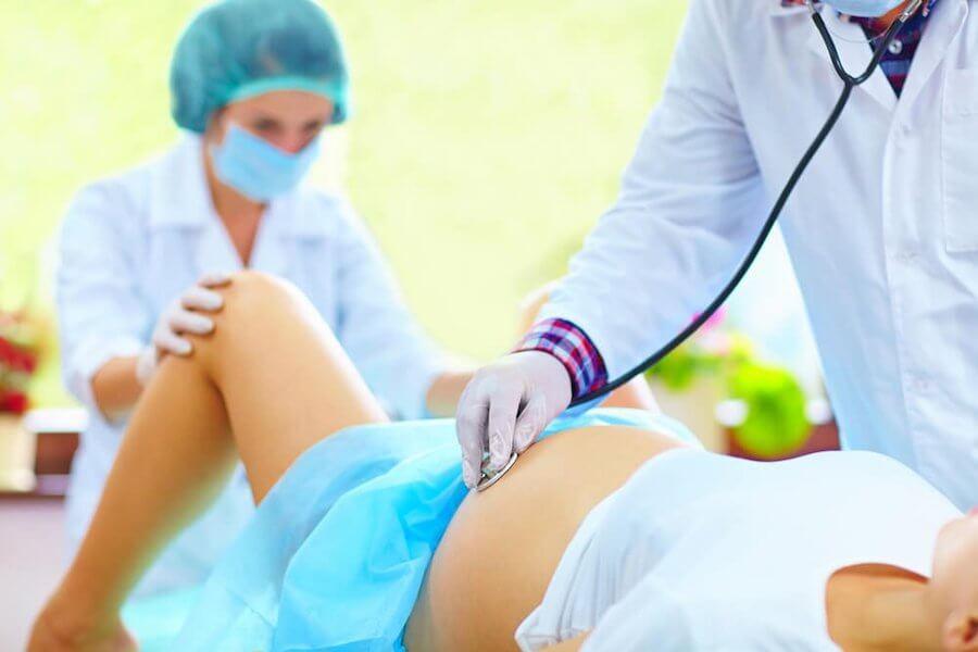 ¿Se puede evitar la episiotomía en el parto?
