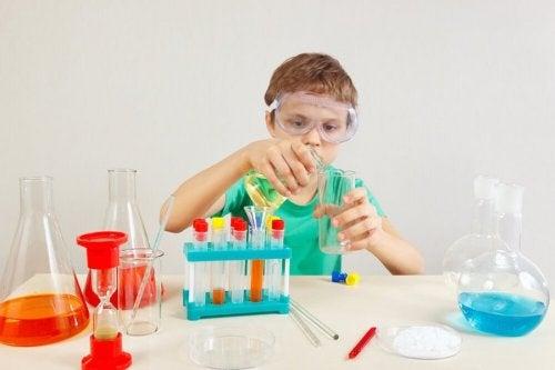 4 experimentos para que los niños aprendan ciencias