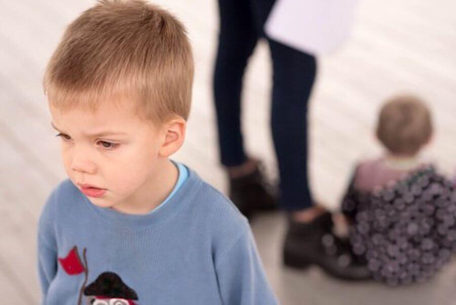 La envidia entre hermanos: pautas para los padres