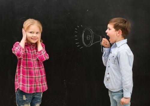 Mi hijo habla gritando ¿Qué hago?