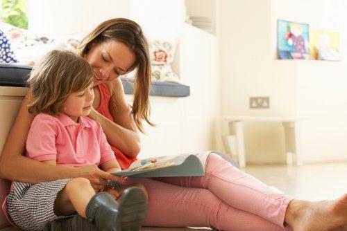 Tips para padres con niños aprendiendo a leer.