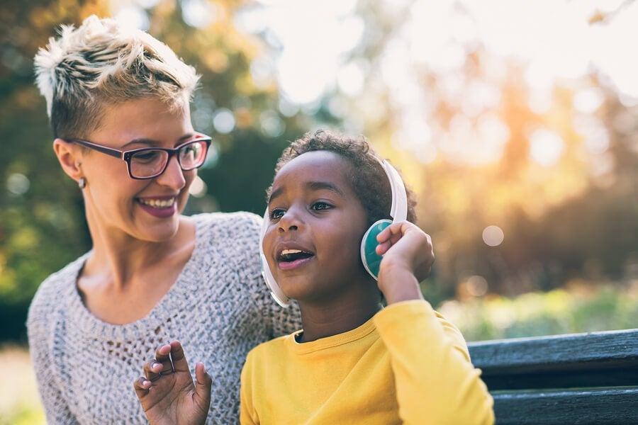 El uso de auriculares en niños.