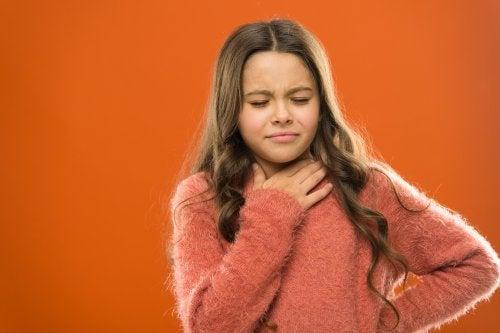 Nódulos y pólipos en las cuerdas vocales.