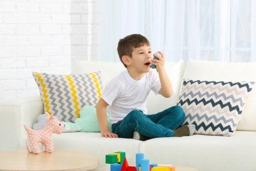 El inhalador es un posible tratamiento del asma en niños.
